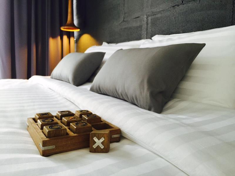 La Pause Hatyai โรงแรม ลา พอสซ์ หาดใหญ่ เป็นโรงแรมเล็กๆสีดำ แนวดิบๆ สำหรับคนที่ชอบความเรียบง่าย และ ชื่นชอบสีดำ พร้อมการบริการที่จริงใจ ที่พักตั้งอยู่ใจกลางเมืองหาดใหญ่ ใกล้ๆตลาดกิมหยง เดินทางสะดวก ราคาไม่แพง