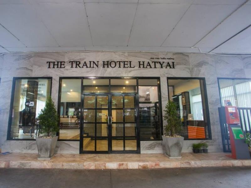 โรงแรมเปิดใหม่ ตั้งอยู่บนอาคารสถานีรถไฟหาดใหญ่ สิ่งอำนวยความสะดวกครบครัน อยู่ใจกลางเมือง ติดต่อสำรองห้องพัก 074-221-133